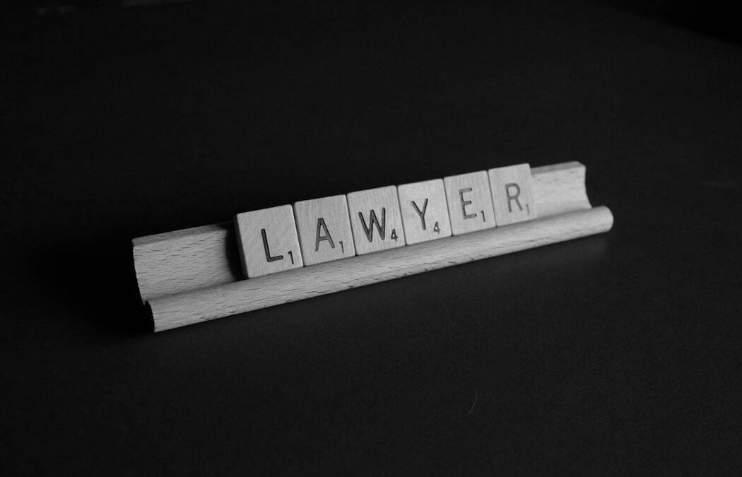¿En qué trámites está especializado un abogado mercantil?